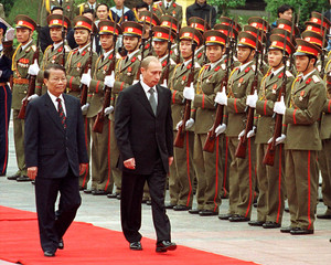 RUSSIAN PRESIDENT PUTIN WALKS PAST VIETNAMESE HONOUR GUARD.
