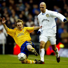 SOUTHAMPTON'S ORMEROD SLIDE TACKLES LEEDS UNITED'S LUCIC DURING THEIRENGLISH PREMIER LEAGUE MATCH AT ...