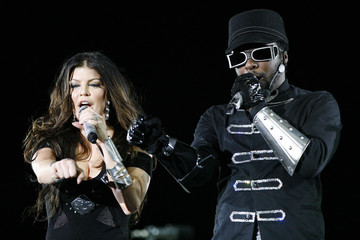 Fergie and will.i.am of the Black Eyed Peas perform at the Rose Bowl in Pasadena