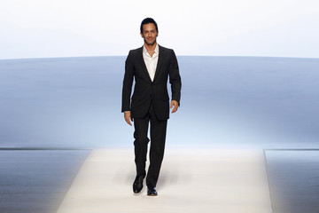 Marc Jacobs appears at the end of his Fall/Winter 2008/09 women's ready-to-wear fashion show for French fashion house Louis Vuitton in Paris