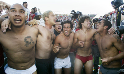 PLAYERS OF INDEPENDIENTE CELEBRATE WINNING LEAGUE CHAMPIONSHIP.