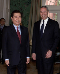 KIM DAE JUNG MEETS WITH COLIN POWELL.