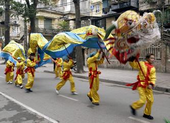 VIETNAMESE PERFORM THE DRAGON DANCE IN HANOI.