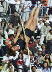 AMERICAN WORLD RECORD HOLDER DRAGILA CLEARS THE BAR IN OSAKA, JAPAN.