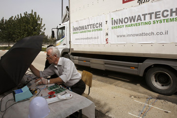 Innowattech chief scientist measures the amount of harvested electricity in Haifa