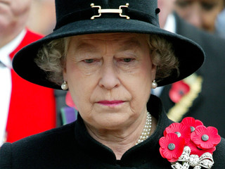 BRITAIN'S QUEEN ELIZABETH LOOKS SOMBER DURING VISIT TO THE FIELD OFREMEMBRANCE AT WESTMINSTER ABBEY.