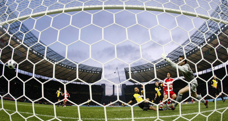 Bayern Munich's Toni scores goal during the German soccer cup DFB Pokal final against Borussia Dortmund  in Berlin