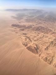 желтая песчаная пустыня с высоты птичьего полета