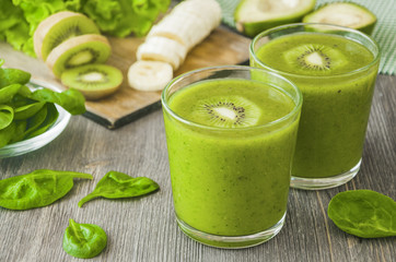 Green smoothie with spinach,banana, kiwi