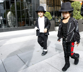 """Jazmine and her brother Victor Chupina wait for the premiere of the documentary """"This Is It"""" in Los Angeles"""