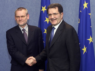 CROATIAN PRIME MINISTER RACAN IS WELCOMED BY EC PRESIDENT PRODI INBRUSSELS.