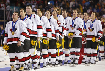 CANADIAN HOCKEY TEAM LISTEN TO NATIONAL ANTHEM AFTER WINNING GOLD ATWINTER OLYMPICS.