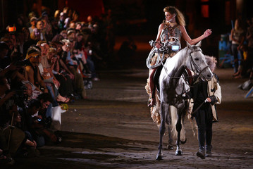 A MODEL RIDES A HORSE ONTO THE CATWALK FOR ROBERT CAREY WILLIAMS'SPRING/SUMMER 2004 SHOW AT LONDON ...