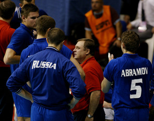 RUSSIAN HEAD COACH TALKS TO TEAM DURING AT VOLLEYBALL WORLDCHAMPIONSHIPS.