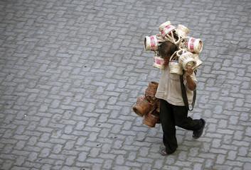 """A vendor carries """"kangri"""" in Jammu"""