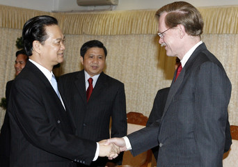 World Bank President Zoellick is greeted by Vietnam's Prime Minister Nguyen Tan Dung as State Bank Governor Nguyen Van Giau in Hanoi