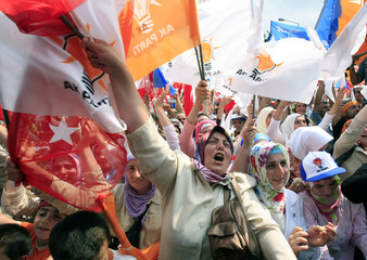 Supporters of Turkish PMErdogan cheer  in Turkey's Black Sea city of Trabzon