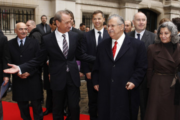 Paris Mayor Bertrand Delanoe  welcomes Iraq's President Talabani and his wife Hero Ibrahim Ahmed as they arrive for a ceremony at the Paris city hall
