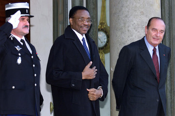 Niger's new president Tandja Mamadou (C) leaves the Elysee Palace after talks with French President ..
