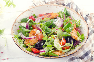 Fresh salad with chicken breast and vegetables.