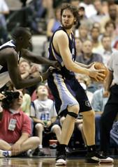 Grizzlies Gasol tries to pass against Mavericks Diop during NBA playoffs in Dallas