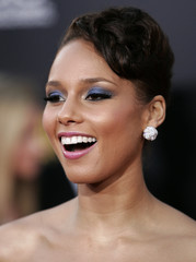 Singer Alicia Keys arrives at the 2009 American Music Awards in Los Angeles