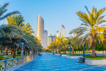 Photo sur Aluminium Abou Dabi View of the corniche - promenade in Abu Dhabi, UAE