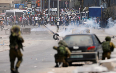 Israeli soldiers clash with Palestinian protesters during a protest in support of Palestinian prisoners on hunger strike in Israeli jails, in the West Bank village of Beita, near Nablus