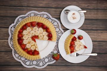 Kaffepause mit Obstkuchen