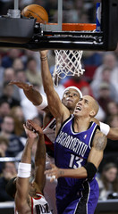 KINGS CHRISTIE GOES TO BASKET PAST TRAIL BLAZERS WELLS AND STOUDAMIRE.