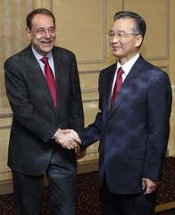 EU foreign policy chief Solana shakes hands with Chinese Premier Wen in Brussels