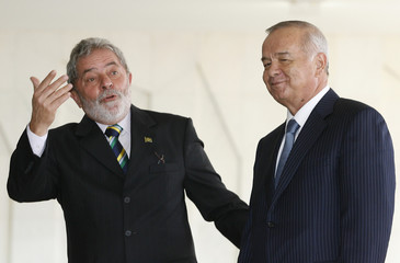Brazil's President Lula da Silva  greets Uzbekistan's President Islam Karimov at Itamaraty Palace in Brasilia