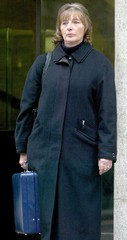 MARGARET BRYDAN LEAVES THE OLD BAILEY AFTER GIVING EVIDENCE AT THESOHAM TRIAL.