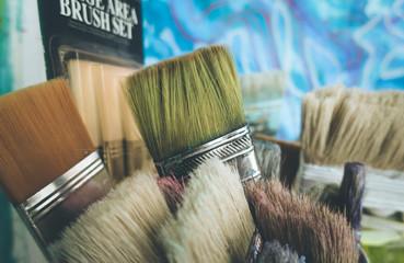 Verschiedene Pinsel, Malerei, Tiefenunschärfe