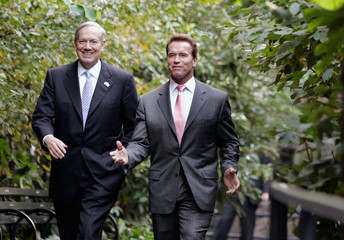 Cailifornia Governor Arnold Schwarzenegger and New York Governor George Pataki at news conference in New York