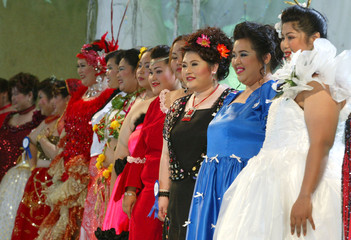 MISS JUMBO QUEEN CONTESTANTS LINE UP ON STAGE IN NAKHORN PATHOM.