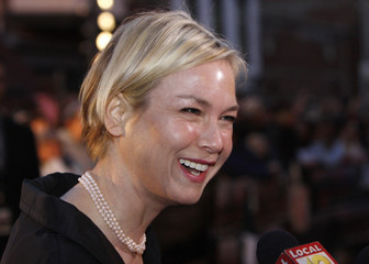 """Actress Zellweger reacts to the media on the red carpet before the premiere of her new movie """"Leatherheads"""" in Maysville"""