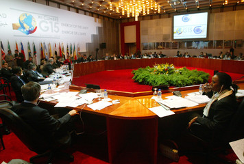 FOREIGN MINISTERS ATTEND A G-15 SUMMIT MEETING IN CARACAS.
