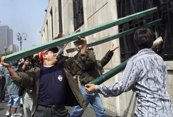 PERUVIAN WORKERS ATTACK NATIONAL ELECTION BOARD IN NATIONS CAPITAL.