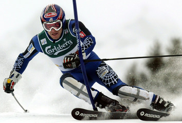 MILLER OF U.S. CLEARS A GATE TO TAKE SECOND PLACE IN MEN'S WORLD CUP SLALOM IN ADELBODEN.