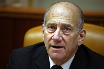 Israel's PM Olmert attends cabinet meeting in Jerusalem