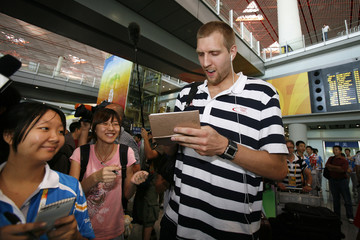 German player Dirk Nowitzki signs autographs for Chinese fans in Beijing