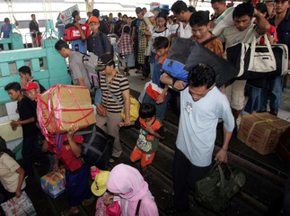 Indonesians crowd train station as they return to Jakarta after visitng their hometowns for Eid ...