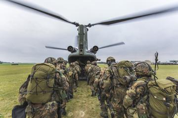 Bundeswehr Fallschirmjäger im Einsatz zum Hubschrauber CH-47E