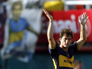 Boca Juniors' Schelotto waves to the crowd during an Argentine First Division soccer match against Gimnasia Y Esgrima La Plata in Buenos Aires