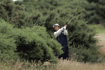 Argentina's Andres Romero hits out of bushes on the 15the hole at the 2007 British Open Golf Championship tournament in Carnoustie