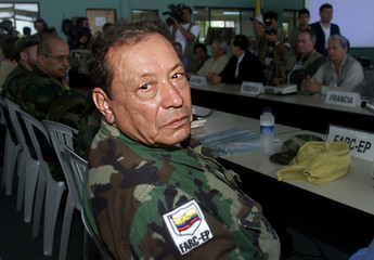Revolutionary Armed Forces of Colombia (FARC) commander Manuel Marulanda poses at the start of a pea..