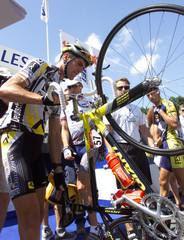 SPAIN'S ABRAHAM OLANO CHECKS HIS BICYCLE PRIOR THE START OF THE THIRD STAGE LOUDUN-NANTES.