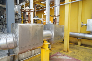 Insulation for pipe heating in raw oil petroleum industrial