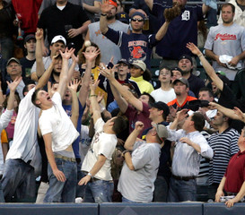 Baseball fans atempt to catch home-run hit by Deroit Tigers Inge during game against the Cleveland Indians in Detroit